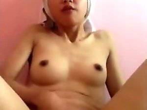 WAsian Girl play her pussy