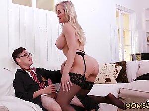 Skinny guy in glasses fucking horny busty mom